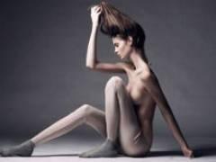 【エロ画像】海外モデルの美しい微乳が芸術的すぎる!!
