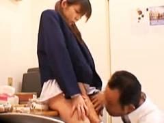 【動画】万引きした素人JKが店長にお仕置き中出しレ●プされちゃいますw