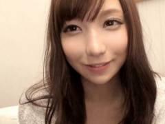 美乳の吉川蓮21歳が楽しそうに男優と過激な乳揉みしたった