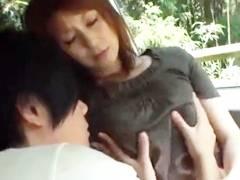 車の中で発情した息子に胸を揉まれ拒みながらも感じてきてベロチューをしながらチンコを擦りまくるお母さん