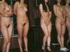【人身売買】性奴隷オークションで女が買われる光景がこちら。。(画像あり)