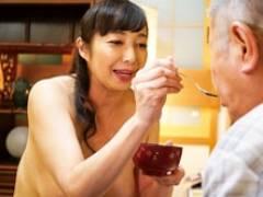 全裸でご奉仕してくれる五十路の介護士がおじいちゃんとエッチしちゃう 音羽文子