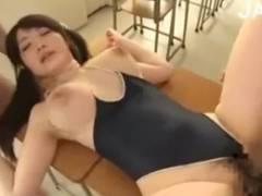 巨乳の立川理恵がスク水を着衣の3Pセックスをしておっぱいを揺らす