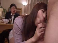 小川桃果 おしゃぶりが大好きな人妻は隣の家の子供のちんぽを嬉しそうにしゃぶってる