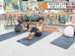 後藤晴菜アナと尾崎里紗アナの食い込みお尻のワレメとパン線くっきりハプニングキャプ!日本テレビ女子アナ