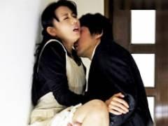 世間知らずな四十路妻が若い営業マンと秘密の関係に… 三浦恵理子