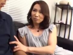 「私って、もう女の魅力ないのかなぁ?」再婚した夫の息子を誘惑して種付けセックスに誘い込む五十路義母たち