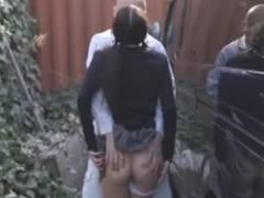 野ションしようとパンツをずりおろしていたJKが通りがかった男にレイプされる!