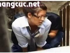 【青姦】メガネのアウロリJKが彼氏と階段で青姦です!