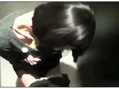 【個人撮影】バカップルが会社の便所でフェラチオ!