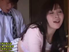 「ああ~気持ちいい~」巨乳人妻の小川桃果が夫の同僚に立ちバックでハメられ喘ぎ声を漏らす