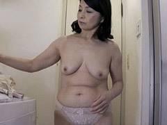 遠田恵未 とても還暦には見えない美しいぽっちゃり巨乳友母と濃厚なベロチューSEX!