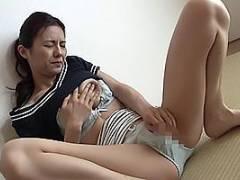 武藤あやか 息子の嫁に自慰行為させて動画撮影する義父!巨乳を揉みながらオナニーしちゃう人妻