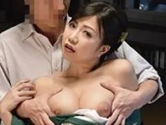 他人に見られながらのセックスで興奮してしまった旅館の美熟女女将が羞恥心を刺激されながら痙攣イキ狂い!