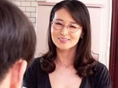 真面目そうな顔して実はスケベなメガネの四十路妻を寝取る! 北川礼子