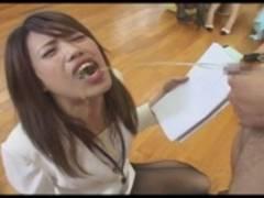 閲覧注意 新人女子アナがスパルタ研修でおし●こを掛けられ口に含んだまま発声練習をして周りの女子アナたちが悲鳴を上げる