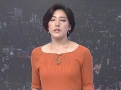 上原光紀アナがニットセーターでブラジャーの肩紐チラリ&美乳そうなエロおっぱいの形がくっきりキャプ!NHK女子アナ
