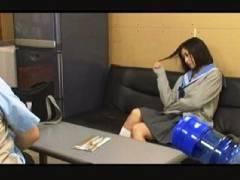 【万引き+女子高生+盗撮】本当に猥褻な美少女JK!事務所でオマンコを電気マッサージ器責めしました。