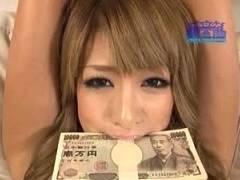 【RUMIKA】口に咥えた30万円を落とさずに10分間オモチャ責めに耐えたら賞金獲得