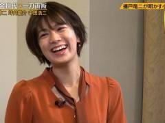 佐藤美希さん、前かがみで巨乳の始まりが見えてしまう。