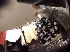 ショップ販売員のお姉さん、接客中にロングスカートなのにパンツ逆さ撮りされてしまう映像入手!