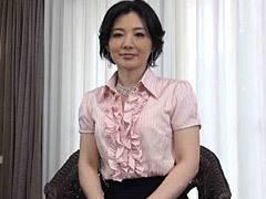 船戸祥子 社長夫人が貧乳の見える透けランジェリー姿でオナニーする初撮りドキュメント