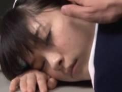 清楚なナース仕事でお疲れで夜勤中に眠ってたからレ○プしたら向こうも久々で意外とノって腰振り