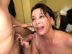超垂れ乳高齢熟女の家政婦が中出しサービスでガクガク痙攣イキ!青井マリ