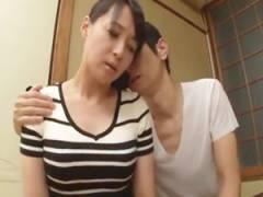 以前から憧れていた友人のお母さんと二人きりになりセックス。 安野由美