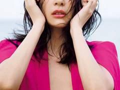 【山崎真実の乳首透け写真集「まんまとうそ。」が惜しい】エロ画像25枚