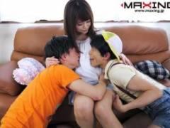 吉沢明歩 パイパンチンコを好き放題犯すショタコンお姉さん、甥っ子二人まとめて3P近親相姦