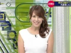 鷲見玲奈アナが白いノースリーブニットでムチムチおっぱいの形がくっきりの着衣巨乳キャプ!テレビ東京女子アナ