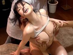 斉藤みゆ 美しいバストのため乳腺マッサージをしにきた巨乳美女を鬼イカセ