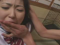 乱暴な扱いを受ける雌犬女子校生w強制イラマチオで絶対服従を強いられる
