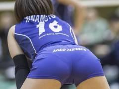 【尻エロ画像】バレーボール選手のプリケツ、パンツおもっくそ透けてて草wwwwwww(画像あり)