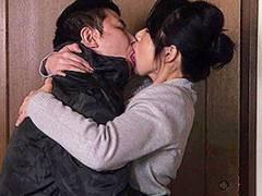 二ノ宮慶子 女社長の友人母に欲情!四十路熟女と激しいキスを交わし立ちバックでガン突き!