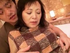 北海道を旅行中の五十路&六十路おばさんをナンパ、即ハメ撮り濃厚セックス!