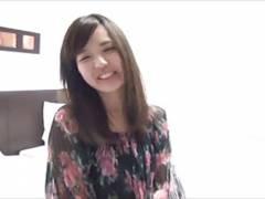 緊張しちゃった笑顔が可愛い素人娘をガン突きハメ撮り!