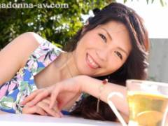 白川千織 三十路の子持ちOL妻がAVデビュー!手入れの行き届いた美魔女ボディが最高!