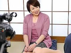 宇野未知子 清楚ぶった52歳の熟女妻がAVデビューで乳首責めや手マンで下半身を火照らせ痴態を晒す
