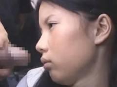 ほぼ中●生。こんなに幼い子がAV女優って、信じられるかい?