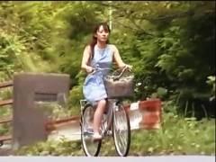 【おっぱい】ヘンリー塚本・なんと卑猥な連続暴行魔、権藤平八です!山の中で自転車で来たお姉さんを襲って強姦レイプします。