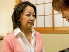 六十路の熟女デリヘル嬢を呼んだら婆ちゃんが来ちゃった! 岩下菜津子
