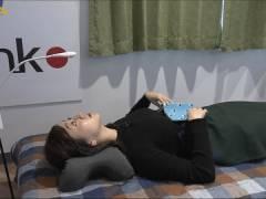テレ東・片渕茜アナ、仰向けおっぱいがエロい。