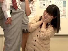 クラスの女子に「チンコ見せて」と言われたので見せたらマ○コ見れた。