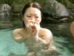 北谷静香 お姉さんが露天風呂でチンポの勃起をガン見!手コキフェラから挿入までやっちゃう