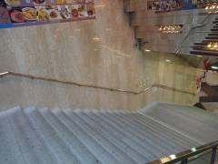 【大悲報】名古屋駅 エスカ・SKEのポスターを全て剥がす!!コラボ終了か・・・