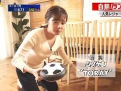 田中瞳アナのおっぱい丸見えキャプ!ゆるゆるの胸元で前屈み胸チラしてエロおっぱいとブラジャーモロ見えハプニング!テレビ東京女子アナ