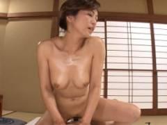 瞳リョウ 回春サービスのある旅館の女将が騎乗位セックスでおもてなしする主観動画