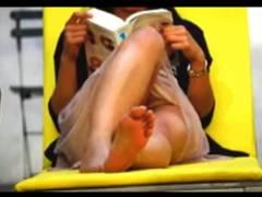 【パンチラ】これはやばい足のフェチマニアが本物盗撮!